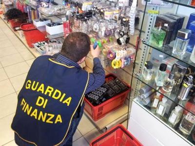 4711_guardia-finanza-sequestro-negozio4